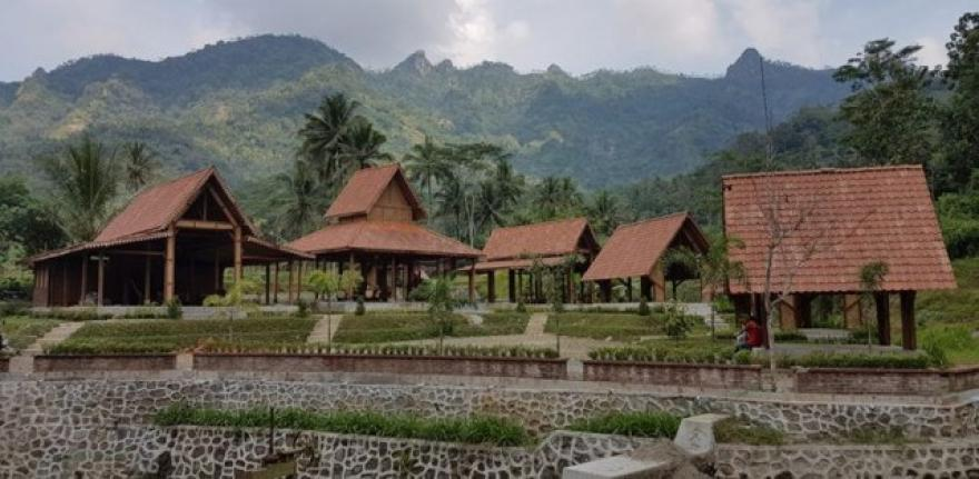 Image : Balai Ekonomi Desa Giritengah